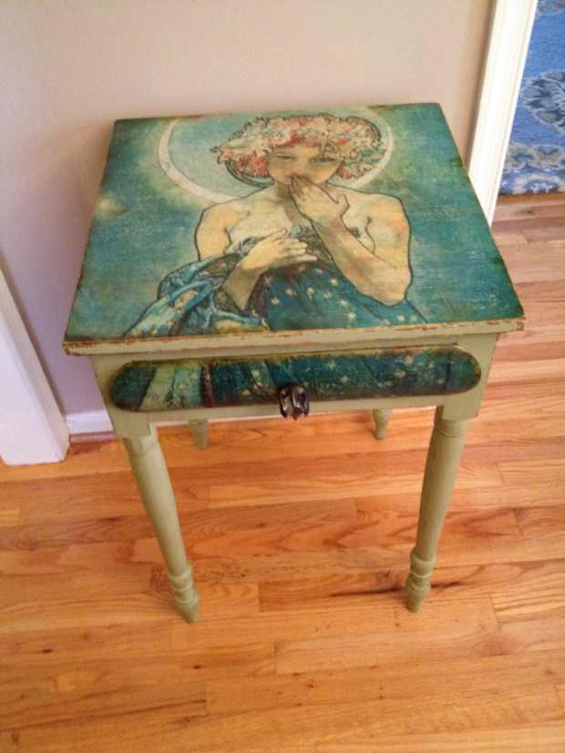 Mucha Moonlight Table